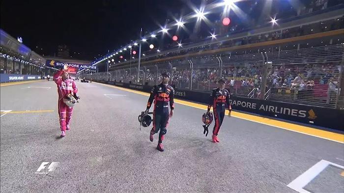 F1新加坡站排位赛 维特尔夺杆位 法拉利撕下伪装