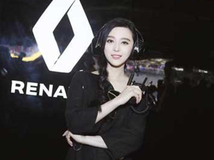 雷诺登陆F1上海站 范冰冰名字印上雷诺F1赛车